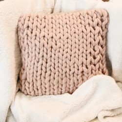 Perna Cozy Pink din lana 45x45 cm