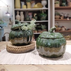 Recipient in forma de dovleac din ceramica verde