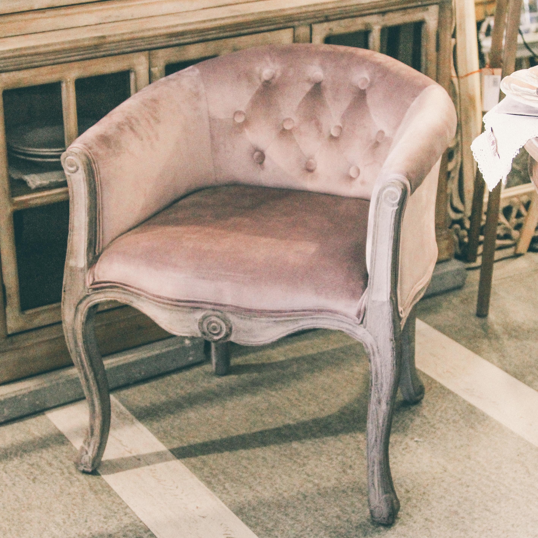 Fotoliu Chic Corai din lemn si tapiterie roz 62x69 cm