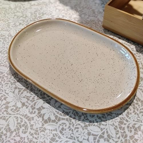 Platou Gardena din ceramica crem 25.5x17 cm chicville 2021